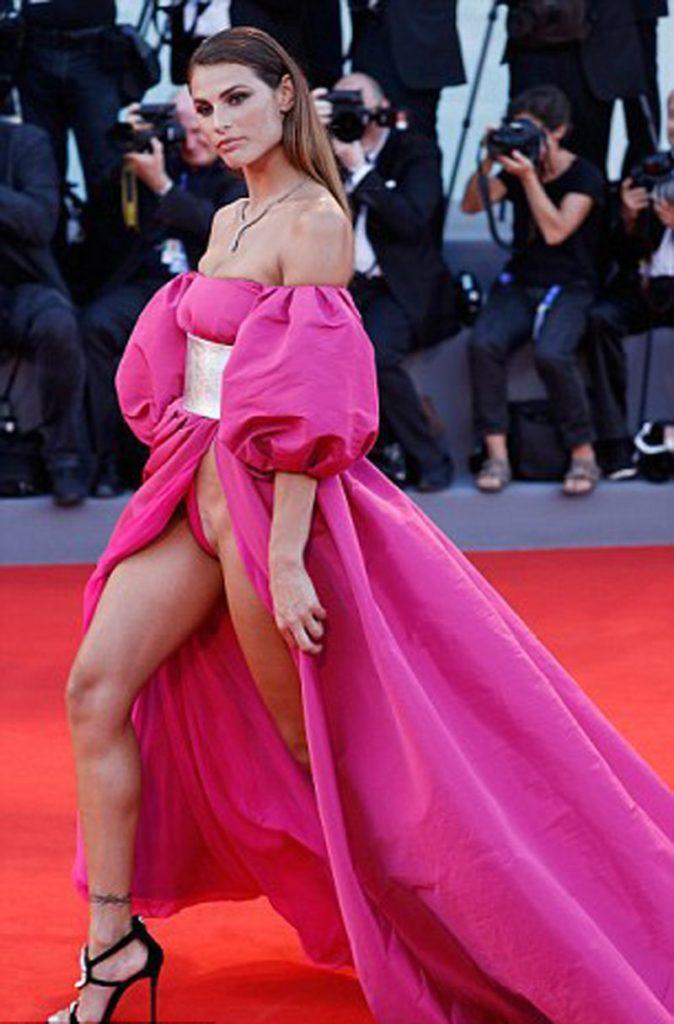 【※朗報※】カンヌ映画祭で定番になりつつある有名女優のマンチラwwwwwwwwwwww(画像あり)・5枚目