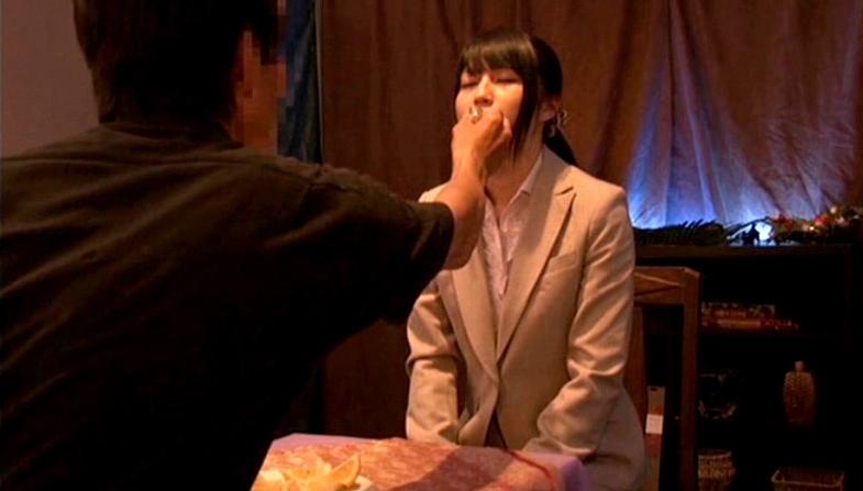 【※画像あり】ガチの催眠術師が女に催眠をかけた結果。エロくなった表情をご覧くださいwwwwwwww・10枚目