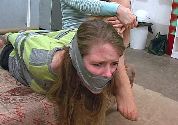 (えろ写真)テープをグッルグル巻きにされる剥がす時の事を全く考えない危険プレイwwwwwwwwwwwwwwwwwwwwwwwwww