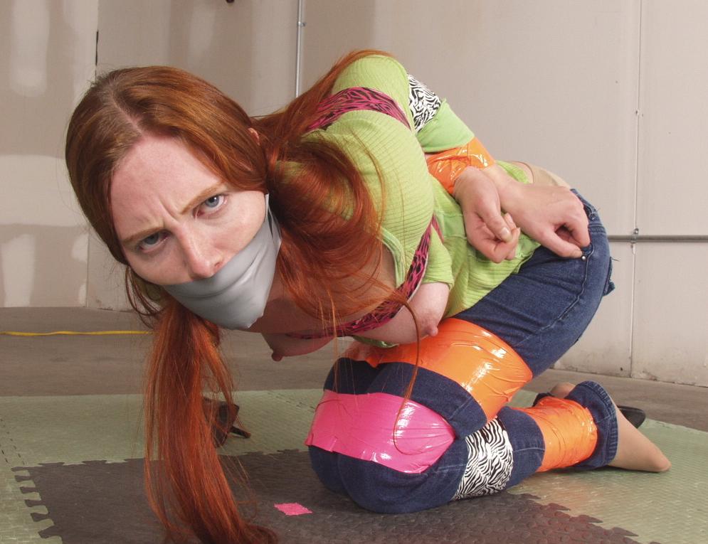【エロ画像】テープをグッルグル巻きにされる剥がす時の事を全く考えない危険プレイwwwwwwwwwwwww・23枚目