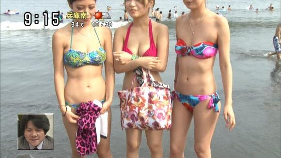 【エロ画像】夏になったら夕方のニュースで放送されるビキニ姿の巨乳素人エロすぎwwwwwwwwwwww・22枚目