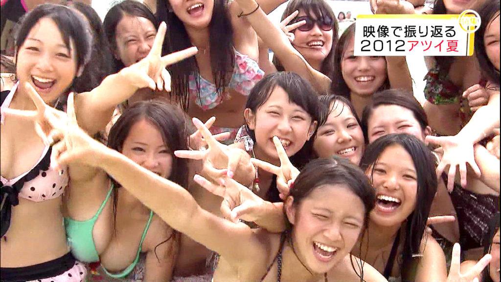 【エロ画像】夏になったら夕方のニュースで放送されるビキニ姿の巨乳素人エロすぎwwwwwwwwwwww・28枚目
