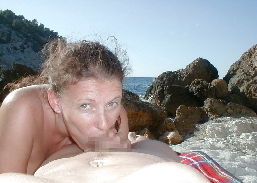 """""""ヌーディストビーチ""""にいる女の神経の図太さをご覧くださいwwww(56枚)・33枚目"""
