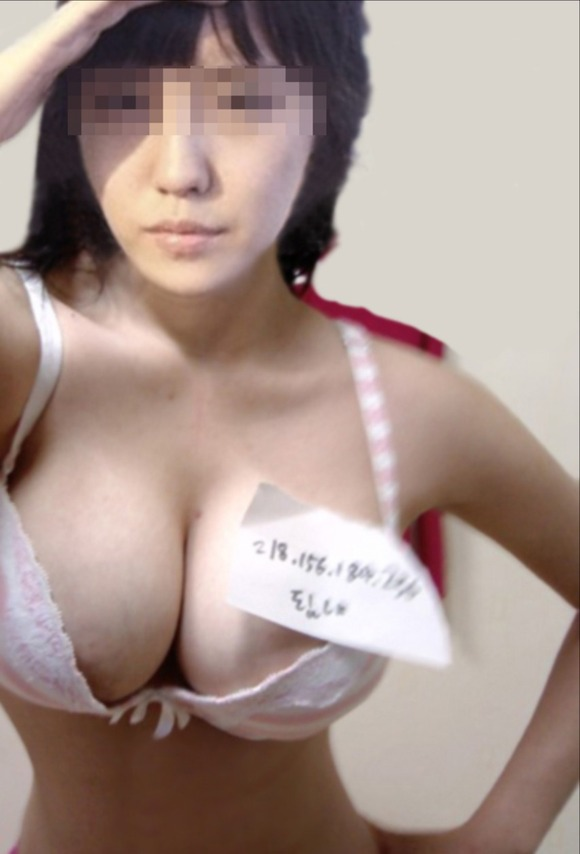 【闇が深い】洗面所で全裸で鏡使って自撮りするアジア女子、事情ありそうでワロタwwwwwwwww・1枚目