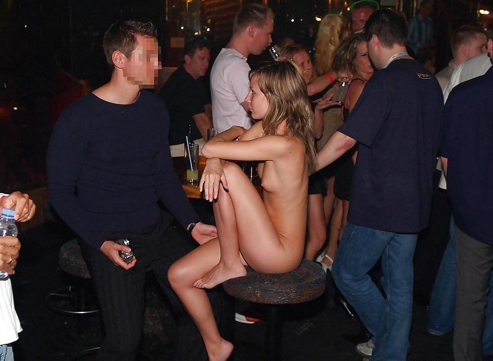 【※変態注意※】飲み屋に必ずいるこういうオンナって即ハメOKなんだよな???(画像あり)・1枚目