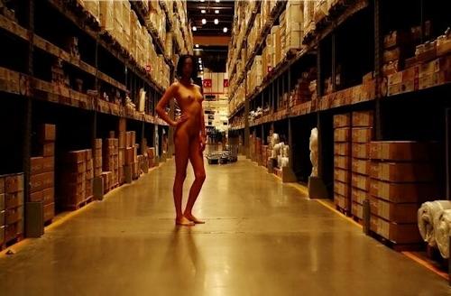 【※悲報】IKEAさん露出狂に「恰好の的」にされるwwwwwwwwwww(画像あり)・11枚目