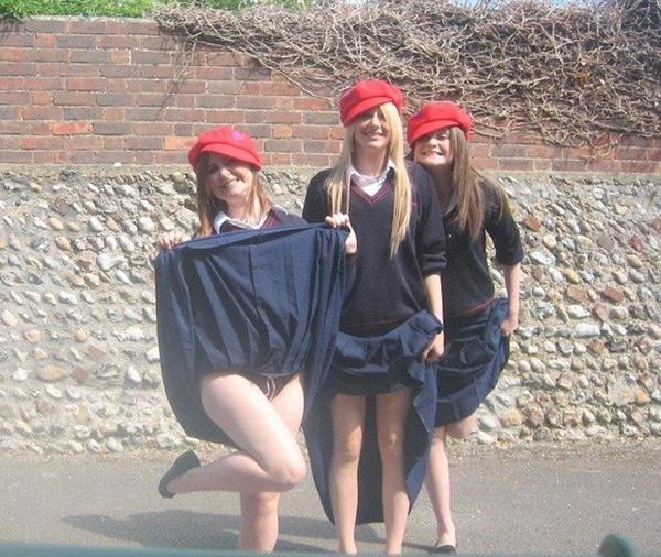 【エロ画像】海外の思春期学生の記念撮影。すぐこんな事するよな?wwwwwwww・10枚目