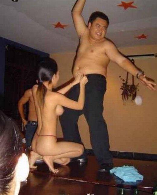【※衝撃】中国のカラオケバー「KTV」とかいうなんでもありの裏風俗の実態をご覧くださいwwwwwwwwwww(画像あり)・14枚目