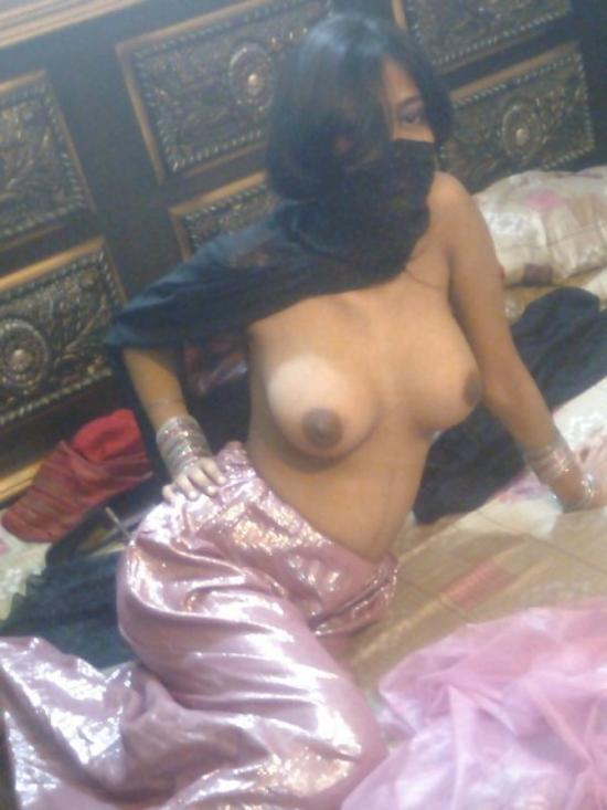 【※悲報】素顔を晒すイスラム女性、調子に乗って全裸アップし爆死wwwwwwwwwwww(画像あり)・18枚目