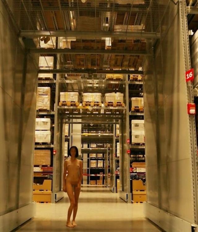 【※悲報】IKEAさん露出狂に「恰好の的」にされるwwwwwwwwwww(画像あり)・29枚目