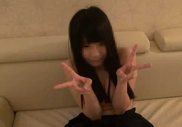 【※ハメ撮り】全裸でピースさせられる援○娘の表情をご覧ください。。これは・・・(画像あり)