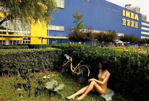 【※悲報】IKEAさん露出狂に「恰好の的」にされるwwwwwwwwwww(画像あり)・7枚目