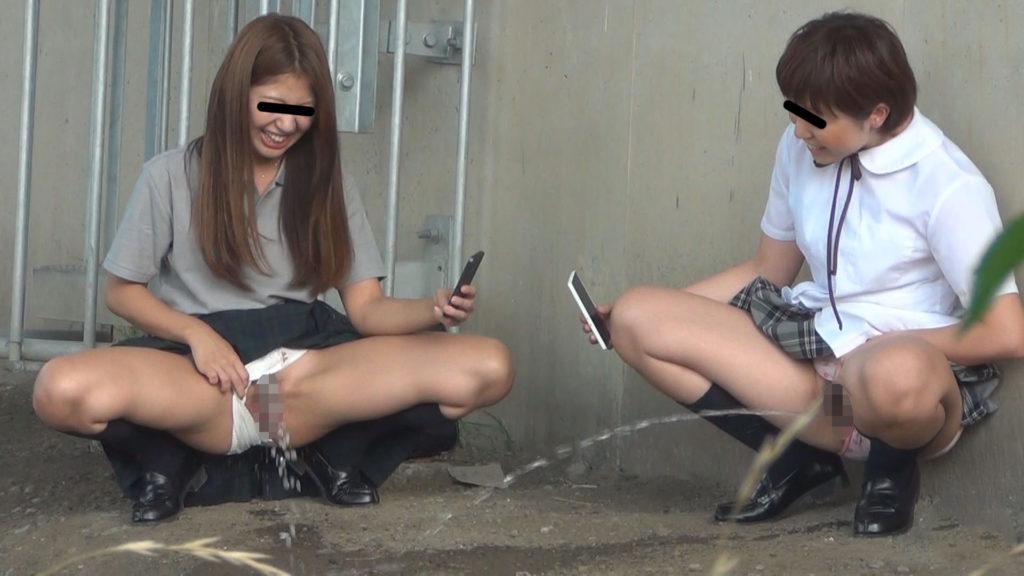 【キチガイ】オシッコ飛ばし選手権やってるアホ学生が撮影されるwwwwwww(画像あり)・7枚目