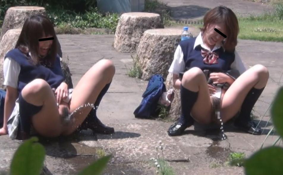 【キチガイ】オシッコ飛ばし選手権やってるアホ学生が撮影されるwwwwwww(画像あり)・9枚目
