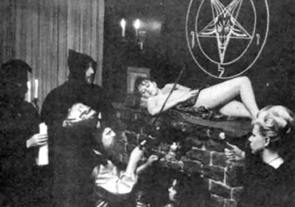 (※異文化※)純粋娘を生贄として捧げる謎の集団の儀式がコチラ。。。(写真あり)