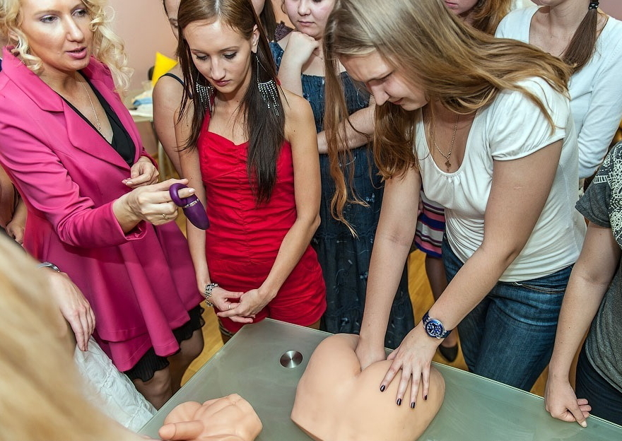 【エロ画像】セックス教室で真剣に学ぶ女性たちをご覧くださいwwwwwwwwwww・21枚目