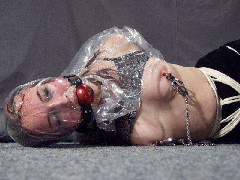 【閲覧注意】ビニール袋を使った窒息プレイのエロ画像がただのホラーだったwwwwwww(30枚)・23枚目
