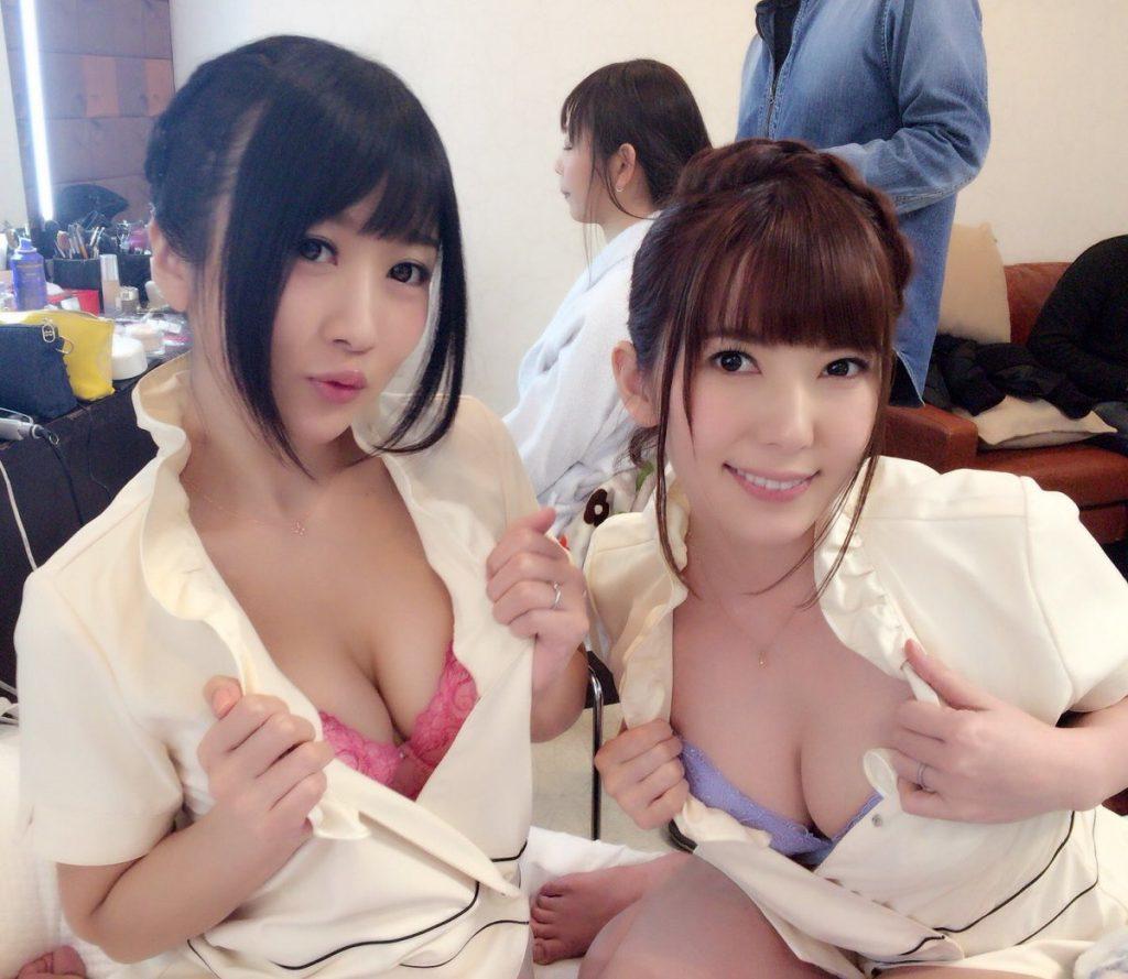 【画像あり】プライベートでも乳首を余裕で出せるAV女優オフショット画像まとめwwwwww・26枚目