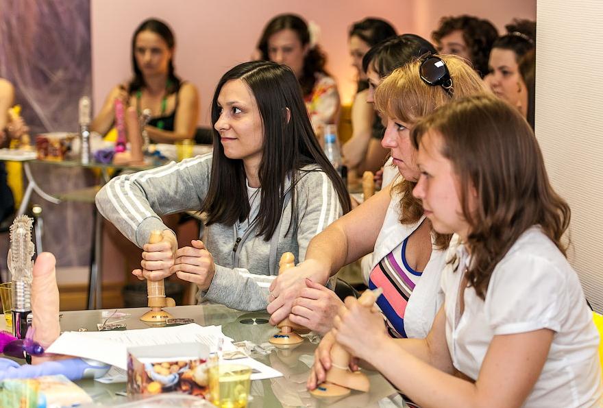 【エロ画像】セックス教室で真剣に学ぶ女性たちをご覧くださいwwwwwwwwwww・26枚目