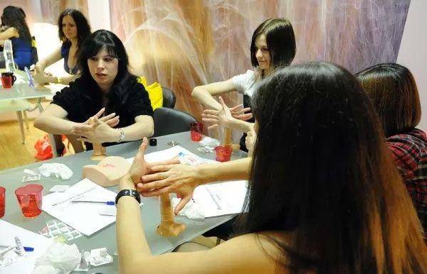 【エロ画像】セックス教室で真剣に学ぶ女性たちをご覧くださいwwwwwwwwwww・27枚目
