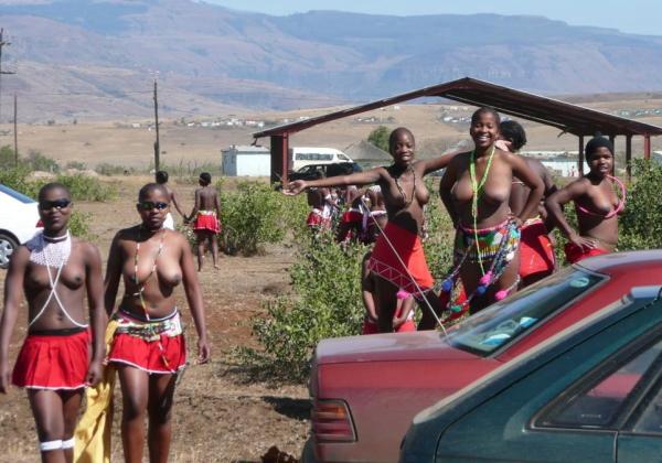 """""""アフリカ原住民""""の民族おっぱいを集めた結果。巨乳多すぎワロタwwwwwww"""