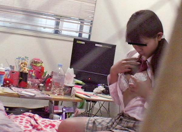 【盗撮】育ち盛りのオナニー女子の画像集(30枚)・9枚目