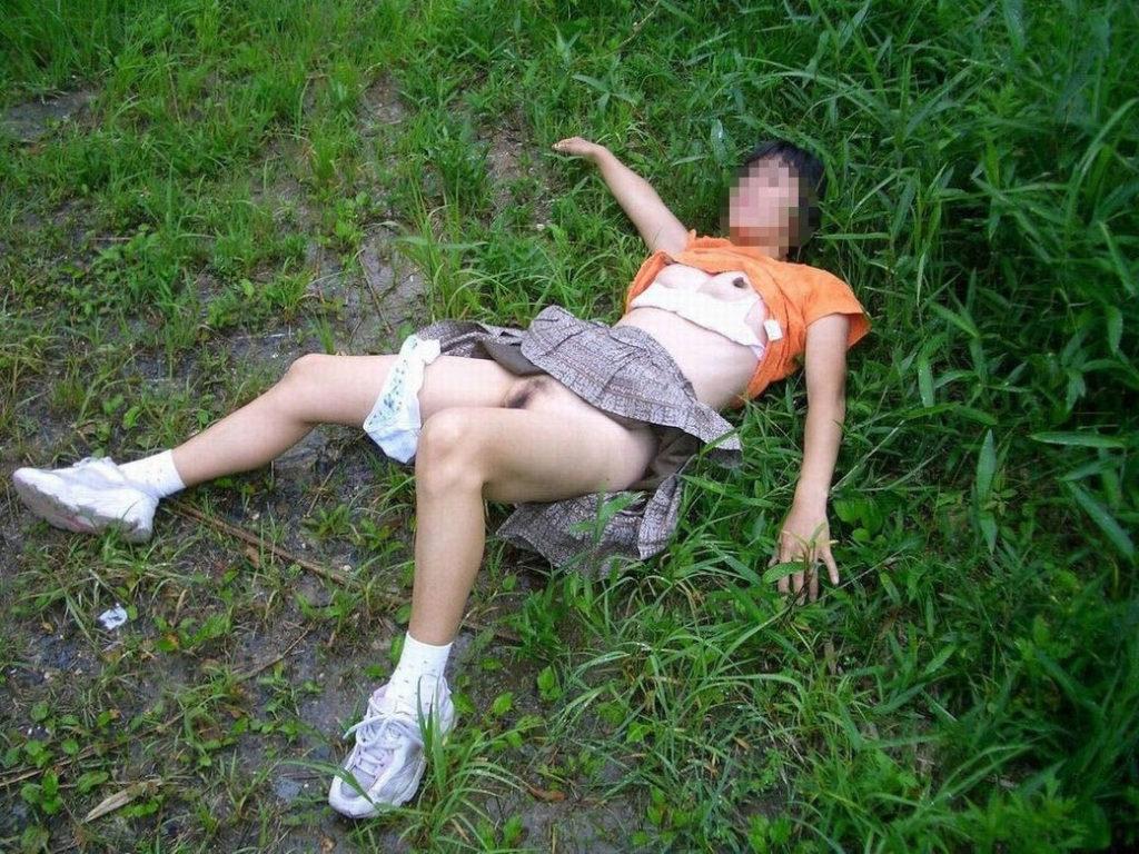 【※ガチ注意】レイプ後の女性を撮影した画像。コレ直視できる奴おるんか??・12枚目