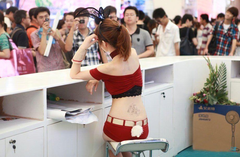 【流出】アジアゲームショーチャイナジョイのアフターで性接待させられる美人コンパニオンをご覧ください(画像あり)・14枚目