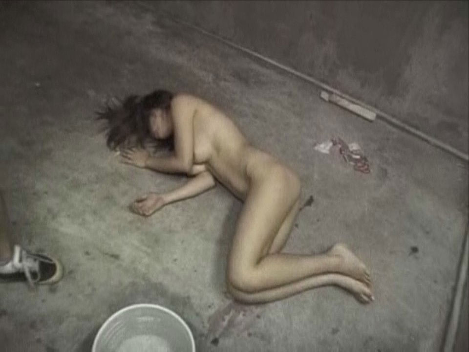 【※ガチ注意】レイプ後の女性を撮影した画像。コレ直視できる奴おるんか??・18枚目