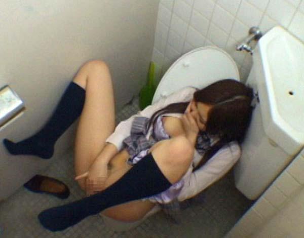 【盗撮】育ち盛りのオナニー女子の画像集(30枚)・18枚目