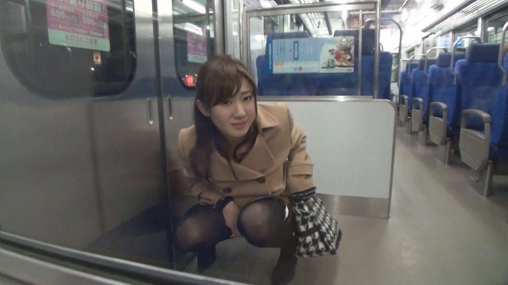 電車の中でおしっこするAVがヤバ過ぎる・・・確実に逮捕事案で胸糞。。。(画像あり)・16枚目