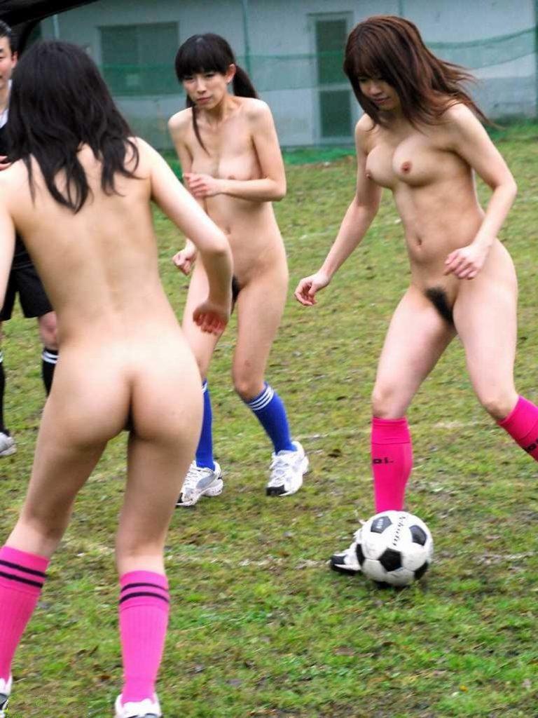 全裸でスポーツしてる日本人女性が撮影されるwwwwwwwwwww(画像あり)・19枚目
