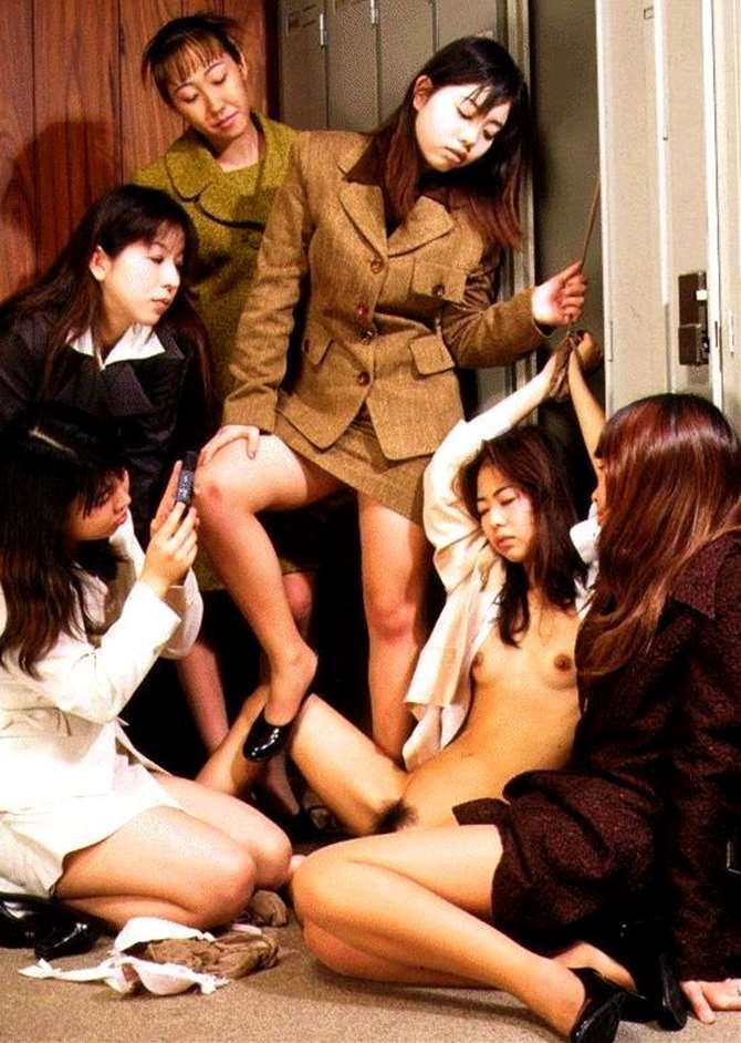 【※胸糞注意※】女子校内のイジメが撮影うpされる・・・(画像あり)・20枚目