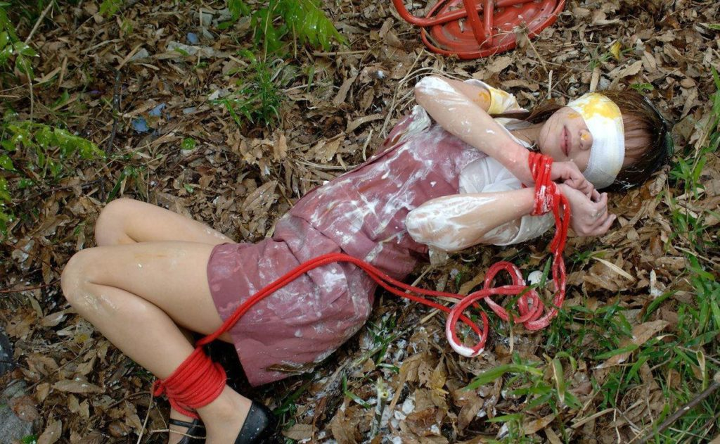 【※ガチ注意】レイプ後の女性を撮影した画像。コレ直視できる奴おるんか??・21枚目