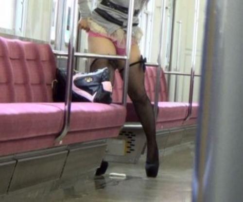 電車の中でおしっこするAVがヤバ過ぎる・・・確実に逮捕事案で胸糞。。。(画像あり)・19枚目