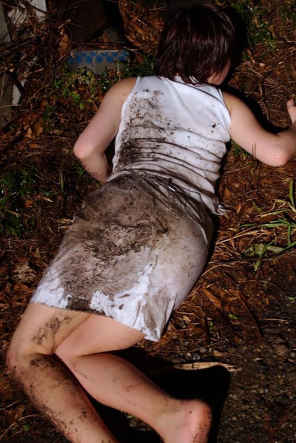 【※ガチ注意】レイプ後の女性を撮影した画像。コレ直視できる奴おるんか??・23枚目