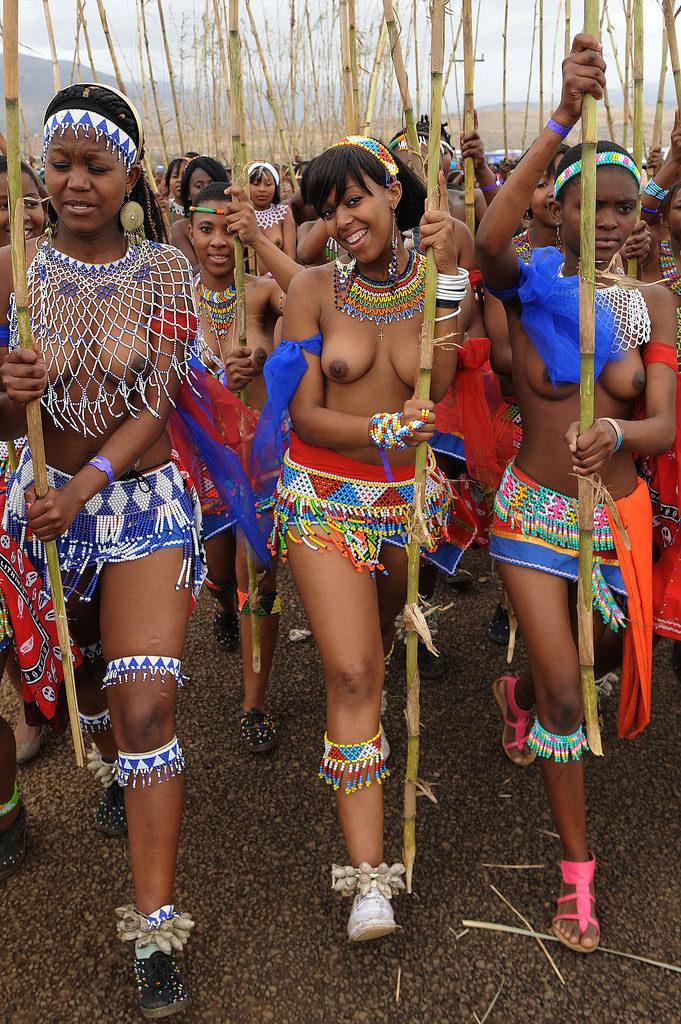 """""""アフリカ原住民""""の民族おっぱいを集めた結果。巨乳多すぎワロタwwwwwww・24枚目"""