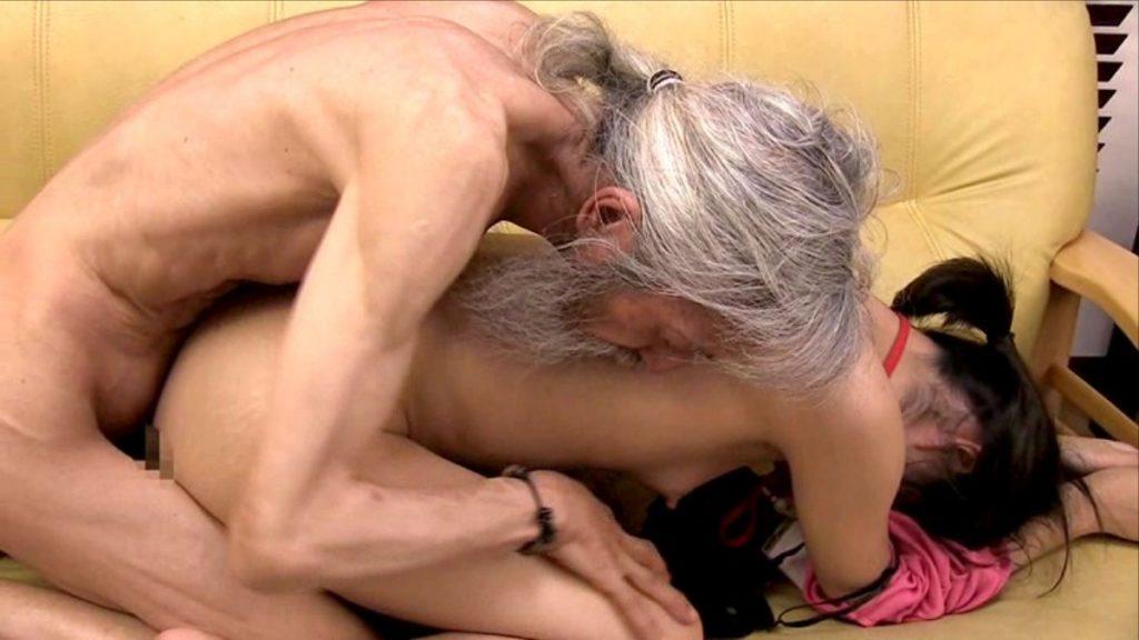 【エロ画像29枚】おじいちゃん、愛する孫にじっくり一生のトラウマを与える瞬間。・20枚目