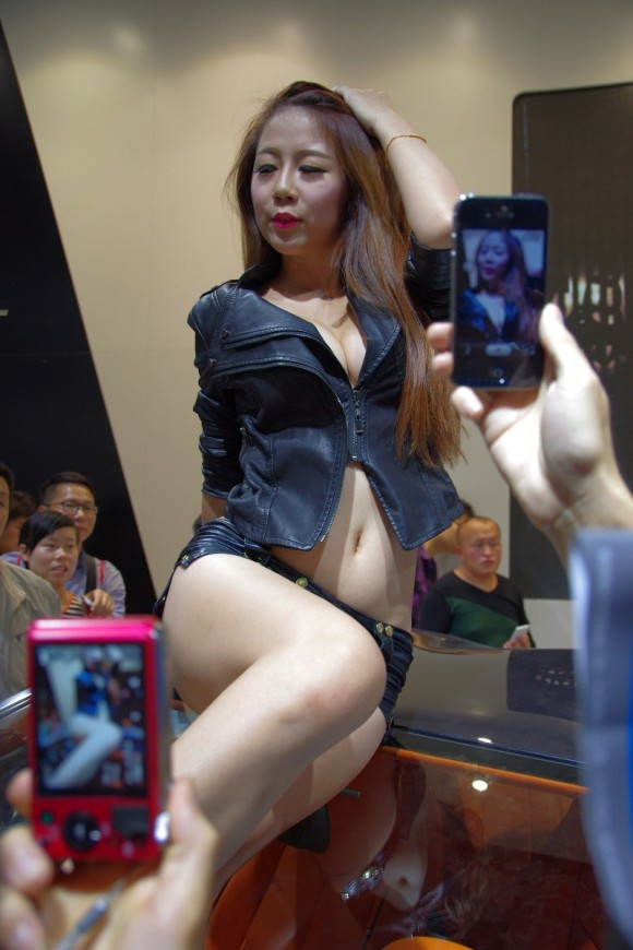 【流出】アジアゲームショーチャイナジョイのアフターで性接待させられる美人コンパニオンをご覧ください(画像あり)・29枚目