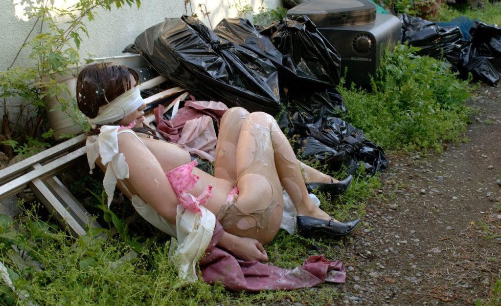【※ガチ注意】レイプ後の女性を撮影した画像。コレ直視できる奴おるんか??・3枚目