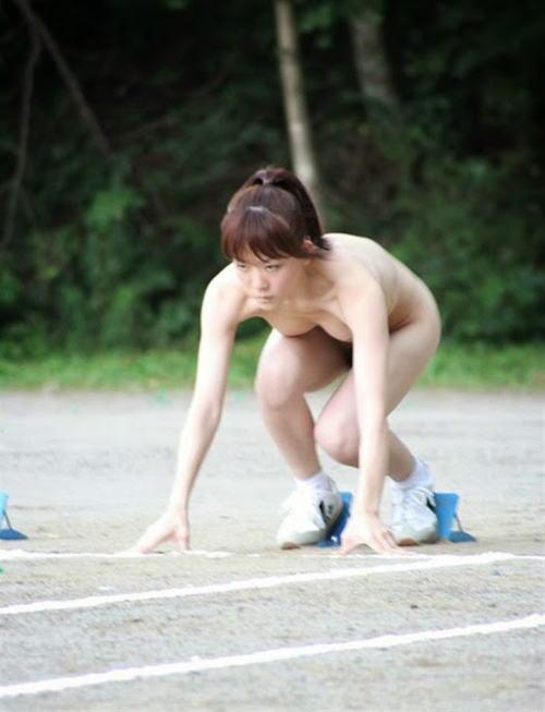 全裸でスポーツしてる日本人女性が撮影されるwwwwwwwwwww(画像あり)・3枚目
