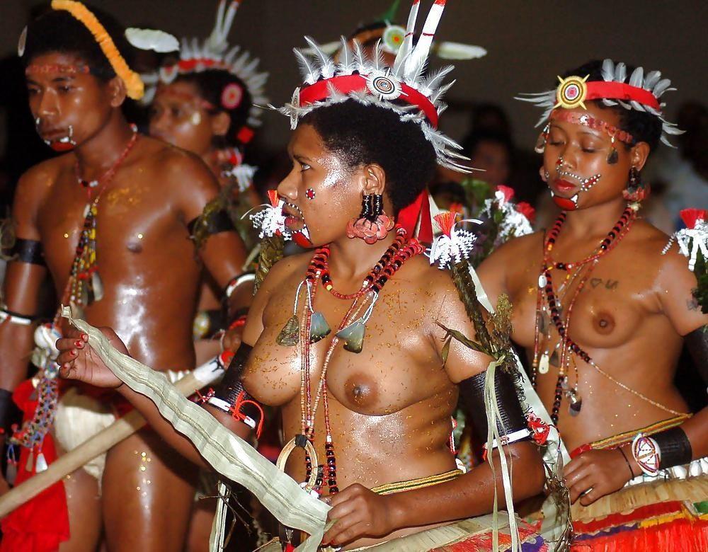 """""""アフリカ原住民""""の民族おっぱいを集めた結果。巨乳多すぎワロタwwwwwww・30枚目"""