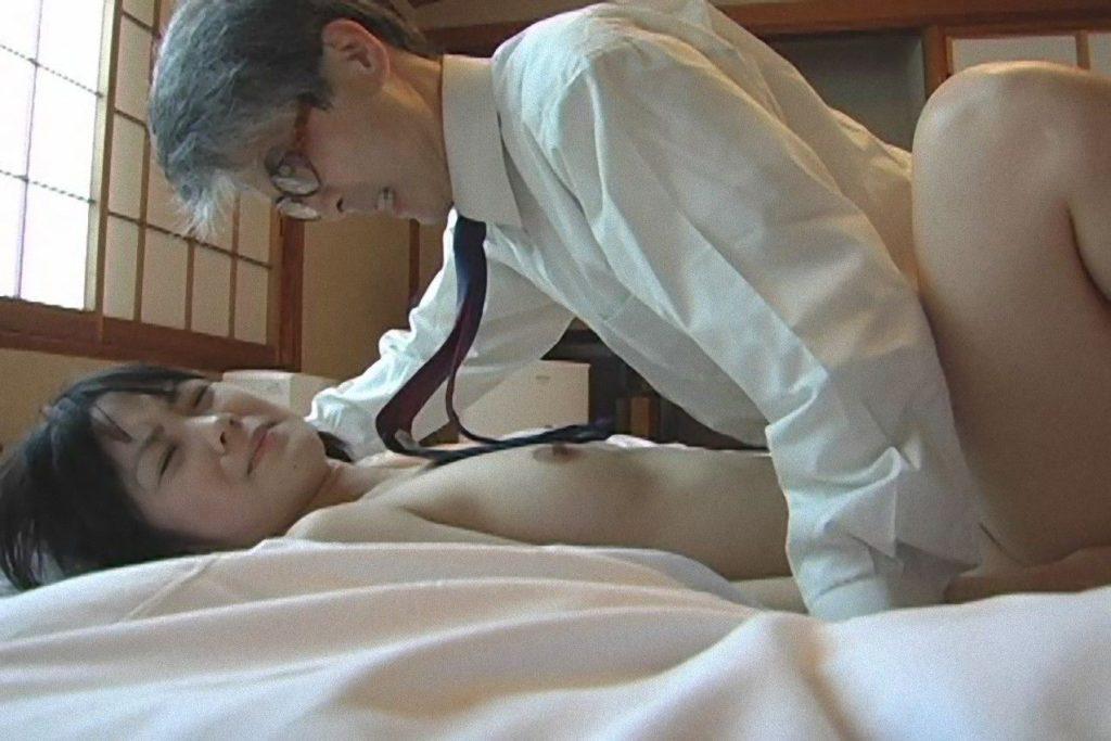 【エロ画像29枚】おじいちゃん、愛する孫にじっくり一生のトラウマを与える瞬間。・29枚目