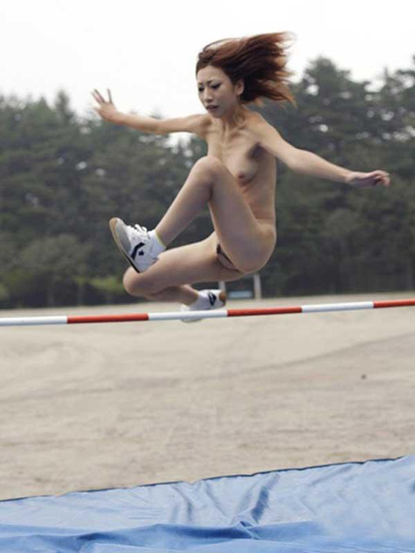 全裸でスポーツしてる日本人女性が撮影されるwwwwwwwwwww(画像あり)・4枚目