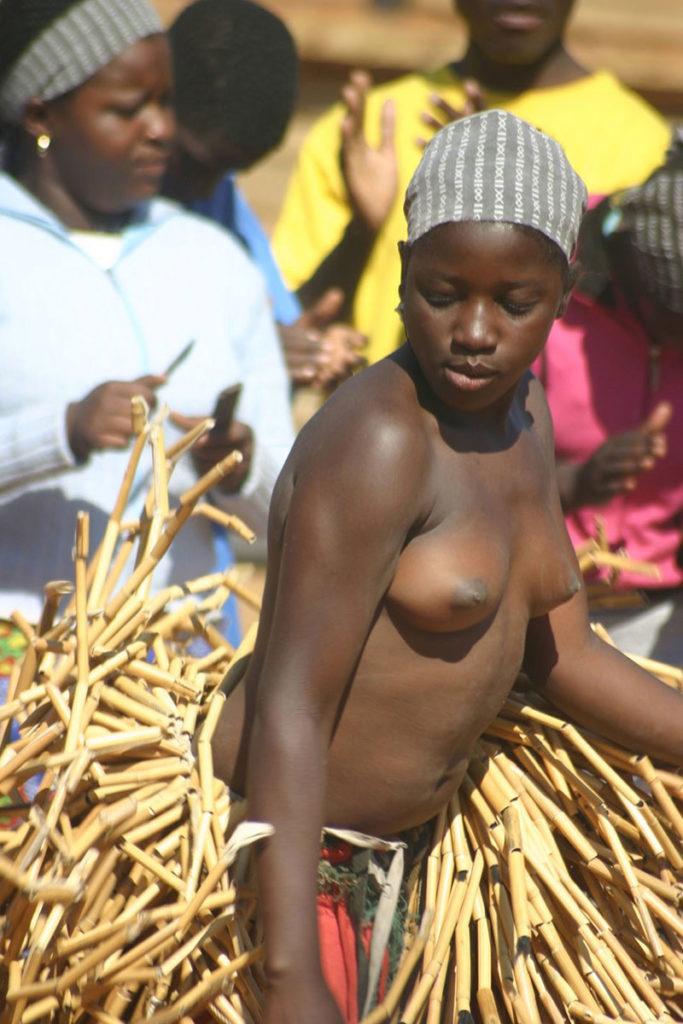 """""""アフリカ原住民""""の民族おっぱいを集めた結果。巨乳多すぎワロタwwwwwww・6枚目"""