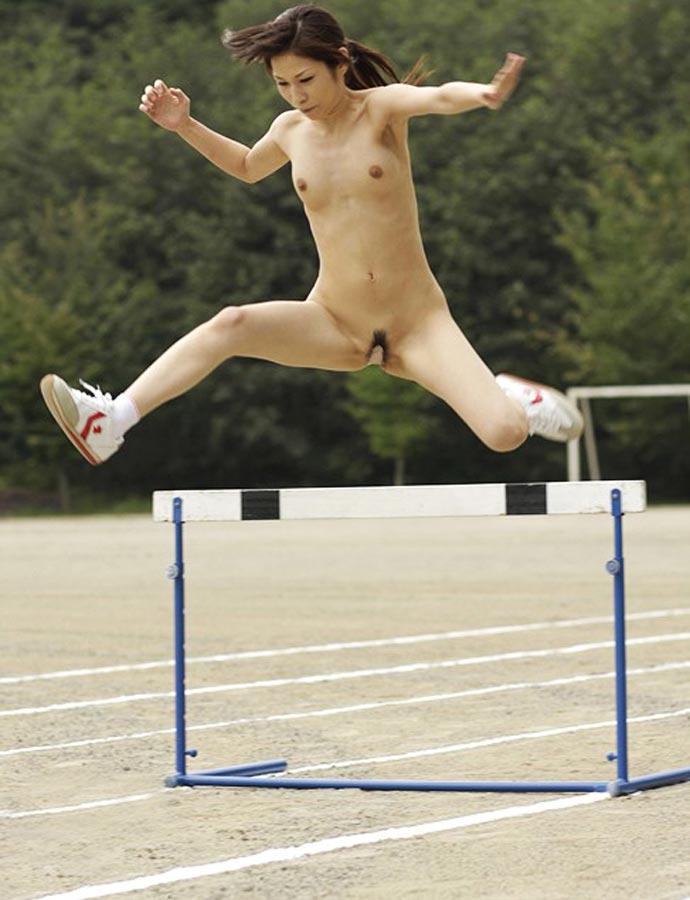 全裸でスポーツしてる日本人女性が撮影されるwwwwwwwwwww(画像あり)・6枚目