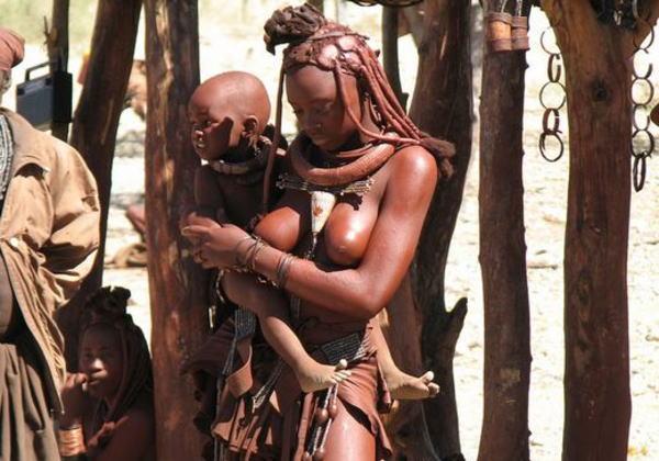 【放送事故】10代の女子が全裸の部族を取材した結果・・・→ マ○コは晒したらアカンやろ。。(画像あり)
