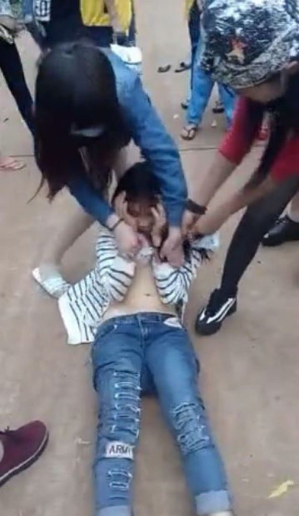 中国の性的暴行事件、写真がネットで拡散される・・・・・(画像あり)・1枚目
