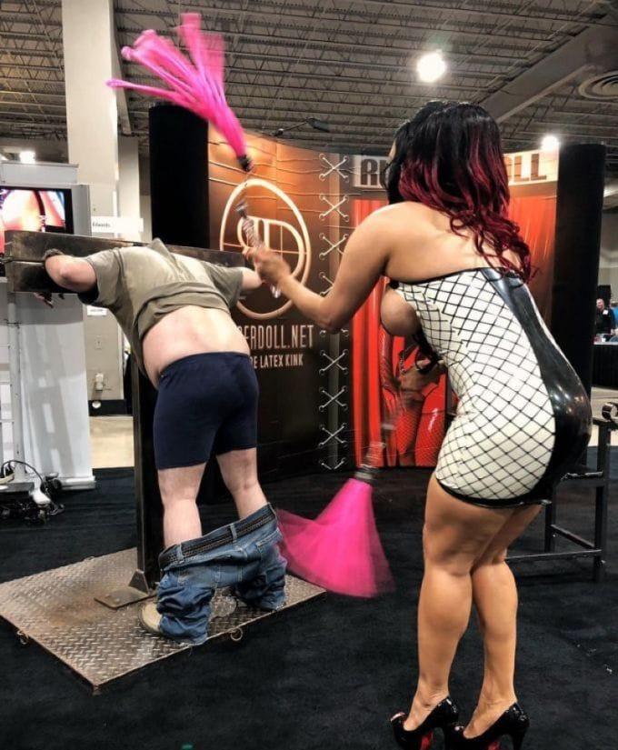 ポルノ女優さんの体を張ったイベントがヤバすぎワロタwwwwwww(画像あり)・16枚目