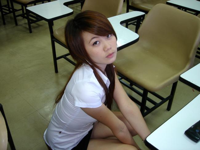 【画像あり】制服が嬢にしか見えないタイの女子大生をご覧下さい。 40枚・18枚目